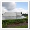 池の中に突き出す形で 2007年6月26日オープン。まだ新しい。