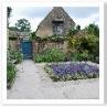 庭入り口の花壇
