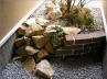レンガ・砂利・石・植栽の組合わせ。内側からの眺め。 施工例5