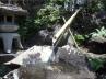 都会の中【水の落ちるせせらぎ音】がある庭