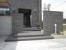 外壁と同じ素材のタイルを門柱にも。 施工例1
