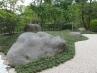和風庭園  川(白砂利敷き)流れに浮かぶ小島(景石)・・・