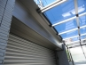 駐車スペースにはスタイリッシュなカーポート屋根を設置