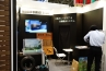 木製ガレージドアのワールドガレージドア。ガレージドアと自動散水システム「ウォーターガーデン」を展示していました。