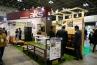 千葉のエクステリア・ガーデン資材メーカー 旭興新ブース。人工木のデッキ、スクリーンを展示していました。