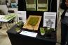 「苔の苗 ドライシート」という商品。ハイゴケを長期保存やローメンテナンスが可能なシート状にして量産、流通販売を容易にしています。