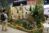 瞑想の庭 -Pray to the future-。工房TOMIの庭。入賞作です。塗り壁を背もたれにベンチにかけているときっと落ち着くでしょうね。照らすのピラーと園路のウッドタイルの円が一つのリズムとなっています。 / /