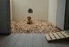 ひのきのウッドチップ(保湿・保温・消臭・抗菌)と木目調のタイル仕様仕上げ