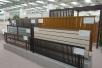 各種エバーアートフェンス。縦板貼りタイプが人気とのこと。上下の桟をアルミ色にしたeシリーズはよりお値打ち。