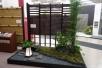 タカショーの「和」を凝縮したウェルカムガーデン。竹垣は、e-バンブーユニットこだわり竹みす垣 四つ目。