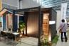 こちらは門柱と物置を融合させたという新しいジャンルのデザイン物置JOYBOX(ジョイボックス)。外壁はガルバリウム鋼板。LED照明と表札機能付き。作業小屋としても使えそう。