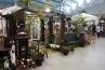 栃木の輸入建材商社 ジャービス商事のブースは、アンティークなガーデングッズが盛り沢山。枕木調のアーチに、ビクトリアン調メールボックスなど。休憩所となっているため、チーク製ガーデンファニチャーのところでお客さんが休まれてました。