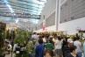 こちらは会場内で一番混雑していたところ。苗木の販売コーナーです。早朝から集まっていたお客様の目的はこちらだったのでしょうか。季節柄、バラのコーナーが大人気でした。