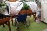 ベジトラグは、車いすからも楽に利用できます。また立ったまま作業も出来ますので、お年寄りが作業するのにも負担が少なくなっています。いわゆる園芸療法にうってつけのアイテム。