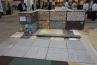 テーブルとして使っているのは、各種石材を納めたガビオン。手前の大判な石材はイタリア産です。
