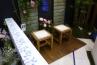 ご覧のような有田焼を使ったブロック笠木やタイルなどをうまく組み合わせて展示。有田焼ならではの、白地にコバルトブルーの繊細な絵柄が活かされています。