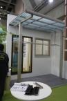 独立タイプのテラス屋根 エフルージュグラン ZERO。建物と離して設置するタイプのアルミテラス屋根です。隙間ふさぎ材は先付けオプション。様々な条件で、躯体付け出来ない時にありがたいです。