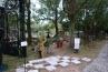 C-1 井上雅晴さんの「子供たちの庭、家族の庭」。井上さんは彫鍛金職人。オブジェ製作のプロフェッショナルです。アイアンを使ったプランターやブランコ、ベンチなど。お子さんと楽しめそうなお庭です。 / / /
