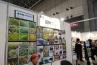 日本苔技術協会を運営する、苔神工房のブース。様々な苔を増やして販売しています。