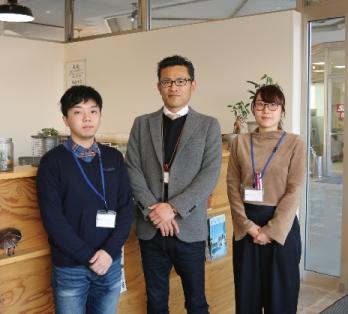 富山店のデザイナーの石倉さん、関藤社長、総務の木村さん