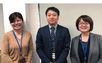 CADオペレータの恒富さん建設開発部の日高さんと古川さん