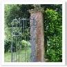 ロング・ウォークのエンド。門柱と扉。