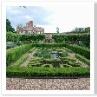 Pond Garden サンク・ガーデンで 真ん中には入れない。