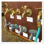 いろいろな形の蛇口。付け替えるだけでお庭センス度UPです!