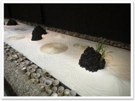 """""""自然への感謝""""をテーマにした枯山水庭園。稲がメインです。"""