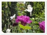 花や樹の間には沢山のニンフが!よくみるとかなりの賑わいですw