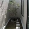 水中に花壇と噴水があります。バスルームから望める空間 施工例2
