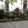 �小人村のフロントガーデン:可愛らしい小人の村。リスやウサギもいました。小人のお家は購入できるそうです!