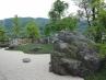 和風庭園  川(白砂利)とそびえ立つ島(景石)の世界