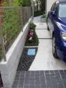 駐車スペースの脇と奥  植栽スペース
