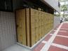 介護施設の外回りの一角に人工竹垣を設置