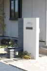 ■門柱/平板のボーダー模様はモダンな雰囲気を強調 施工例2