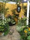 ゆったりと時が流れる、庭のある暮らしを。atelier nana 小林さんの作品。こちらもkeep outの看板がいいですね。 / /