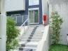 階段はタイルでライン状のアクセントを設け、モダンなイメージを強調